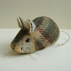tweed pocket mouse love the mix of the woven and felted Fabric Art, Fabric Crafts, Sewing Crafts, Sewing Projects, Mouse Crafts, Felt Crafts, Hamster, Wool Applique, Soft Sculpture