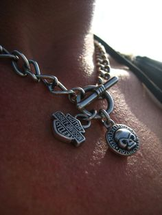 Look at this brilliant harley davidson women - what an inventive design Harley Davidson Jewelry, Harley Davidson Motorcycles, Biker Love, Biker Style, Biker Chick, Biker Girl, Harley Gear, Harley Shirts, Biker Wear