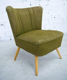 Fauteuil de salon des années 1950, en tissu moucheté vert kaki.