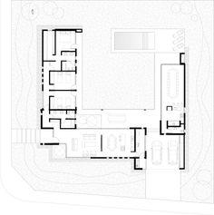 Planta de Arquitectura: Casas de estilo moderno por Poggi Schmit Arquitectura House Plans One Story, New House Plans, Dream House Plans, House Floor Plans, Atrium House, Courtyard House Plans, Architecture Plan, Residential Architecture, L Shaped House