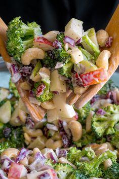 Poolside Broccoli Salad – Delicious recipes to cook with family and friends. Poolside Broccoli Salad – Delicious recipes to cook with family and friends. Best Salad Recipes, Healthy Recipes, Delicious Recipes, Salad Recipes Kosher, Summer Salad Recipes, Soup And Salad, Pasta Salad, Cobb Salad, Cooking Panda