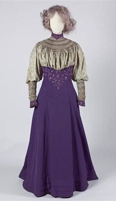 Liberty & Co. printed silk walking suit with smocking & embroidery / Gemeentemuseum Den Haag Edwardian Clothing, Edwardian Dress, Antique Clothing, Edwardian Era, Historical Clothing, 1900s Fashion, Edwardian Fashion, Vintage Fashion, Vintage Gowns