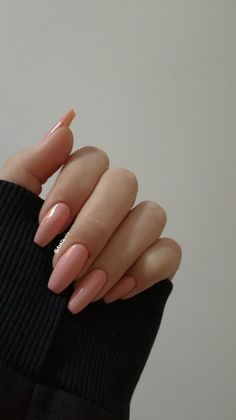Want some ideas for wedding nail polish designs? This article is a collection of our favorite nail polish designs for your special day. Cute Pink Nails, Cute Acrylic Nails, Pretty Nails, Squoval Acrylic Nails, Hipster Vintage, Style Hipster, Nude Nails, Coffin Nails, Hair And Nails