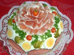 Sausage sandwich cake - Simple Leaf Structure Students commence by Mastering essential slicing Sandwich Torte, Sandwich Recipes, Fruit Recipes, Brunch Buffet, Party Buffet, Party Finger Foods, Snacks Für Party, Sausage Sandwiches, Food Carving
