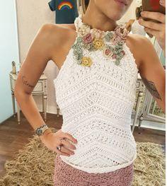 Hot summer days 🌼🌸🌺💐 Cropped bordado e shorts Cameron ❤👗🍍 Vanessa Montoro, Crochet Tank Tops, Crochet Shirt, Crochet Top, Diy Crafts Dress, Diy Dress, Beach Crochet, Stylish Shirts, Crochet Fashion