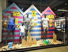 Discover ideas about shop window displays. may beach store front Visual Display, Display Design, Store Design, Christmas Shop Displays, Christmas Window Display, Window Display Retail, Retail Windows, Retail Displays, Store Windows
