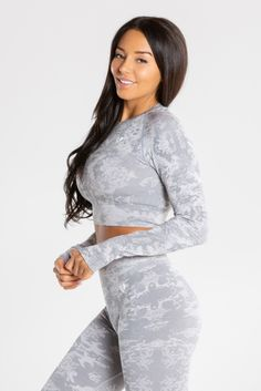 All-over jacquard camo pattern Cute Gym Outfits, Casual Outfits, Best Wear, Long Sleeve Crop Top, Workout Wear, Fitness Models, Fitness Gear, Female Bodies, Amazing Women