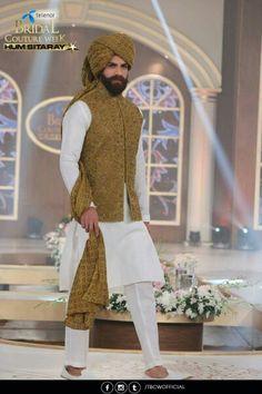 Pakistani mens fashion Indian Groom Dress, Wedding Dresses Men Indian, Groom Wedding Dress, Wedding Suits, Mens Indian Wear, Mens Ethnic Wear, Indian Men Fashion, Men's Fashion, Kurta Men