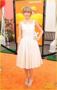"""Taylor Swift at the premiere of her film """"Dr. Seuss' The Lorax."""" Why she insists on wearing neutrals, I'll never get... A belt in a contrasting color would've been nice."""