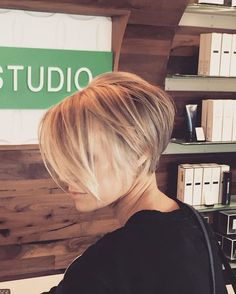 A modern graduated shape on this beautiful lady. Thanks @noellecbates for your visit. #shepstudio #utahsalon #modernsalon #behindthechair #hairbrained