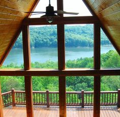 Make plans to get the family outside to enjoy sunshine and lake breezes.  Rent a comfortable cabin with great views of Lake Cumberland.  Fall break staycation dilemma solved! Pictured:  Lookout Lodge in Jamestown, Ky by lakecumberlandvacaction. #kentucky #travelky #lakecumberland