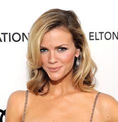 Brooklyn Decker - loose casual down hair, i don't know why but this can't look this good on most people! Medium Length Blonde, Medium Length Hair With Layers, Mid Length Hair, Medium Hair Cuts, Shoulder Length Hair, Medium Layered, Side Bangs Hairstyles, Wavy Haircuts, Bob Hairstyles