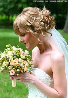 Zum Bob gesteckte Locken - Braut-Frisuren Frisuren-Bilder - COSMOTY.de