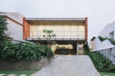 Casa em Tatuí / Felipe Hsu e Lucas Bittar  http://www.archdaily.com.br/br/617482/casa-em-tatui-felipe-hsu-e-lucas-bittar/538f6601c07a805cea000267