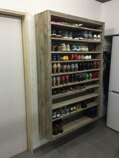 Pallet Furniture Projects Giant Shoe Rack Made Out Of Discarded Pallets Entrance Pallet Projects Pallet Shelves - This giant pallet shoe rack was made from discarded pallets and planks, roughly sanded, brushed and gray wash. Garage Organization, Garage Storage, Pallet Storage, Shoe Rack In Garage, Cheap Storage, Pallet Organization Ideas, Woodworking Organization, Shoe Storage Ideas For Garage, Closet Ideas