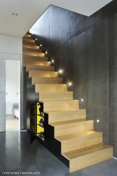 Original and very modern yellow, wood and concrete staircase with lighting Concrete Staircase, Modern Staircase, Bibliotheque Design, Yellow Painting, Entryway, Stairs, The Originals, Cool Stuff, Lighting