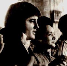 Elvis press conference , november 20 1972 in Hawaii