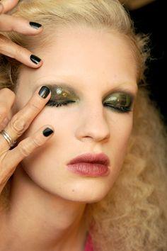 Love glossy eye makeup!