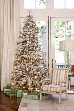 Deck the Halls and Trim the Tree: Some of Our Favorite Christmas Looks   Your Hub for Southern Culture  {Love the snowy look and the Tiffany blue packages, someone may be very lucky}