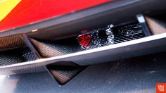 #Okutan102 La grille située derrière le diffuseur trahissait un pont très imposant, au point d'imaginer une boîte de vitesses sur laquelle était monté un mystérieux feu rouge…  ---  The grille above the diffuser showed a big differential housing, that evokes a gearbox, on which was mounted a mysterious red lamp…
