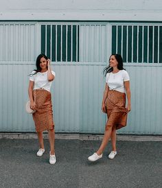 Patterned midi skirt with runners. Witch Fashion, Autumn Fashion, White Outfits, Fall Outfits, Van People, Long Vests, White Beige, White Tees, Harem Pants