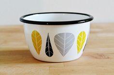 Muurla Finland an enamel bowl Leaves / Lehdet yellow, Vintage Kitchen, Retro Vintage, Enamel Ware, Kitchenware, Tableware, Mid Century Modern Decor, Pattern And Decoration, Kitchen Stuff, Tins