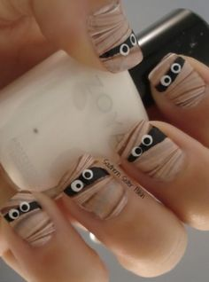 cute Mummy Halloween nails