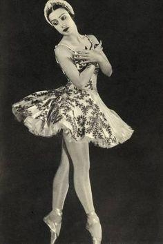 Tamara Toumanova 1919 - 1996 Russian ballerina and actress From the book Footnotes to The Ballet published 1938 Vintage Ballerina, Ballerina Art, Ballerina Project, Bolshoi Ballet, Ballet Dancers, Ballet Photography, Vintage Photography, Ballerine Vintage, Ballet Russe