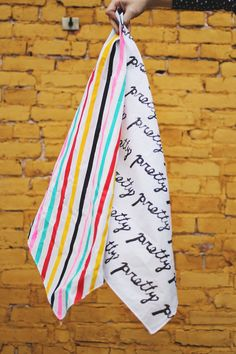 Love this DIY printed scarf! So beautiful. From the lovely ladies of 'A Beautiful Mess'