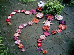 freeform  ❤ Mettiamoci Una Pezza! Una città ai ferri corti Urban Knitting a L'Aquila, 6 aprile 2012 mettiamociunapezza.wordpress.com/