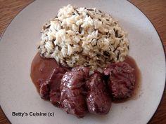 Ένα φαγάκι γρήγορο, ελαφρύ, νόστιμο και πολύ μαλακό! Υλικά για 4 μερίδες: 1 κιλό ψαρονέφρι 4-5 κουταλιές ελαιόλαδο 1 μέτριο ξερό κρεμμύδι... Meat Recipes, Meat Food, Food Food, Grains, Pork, Food And Drink, Rice, Beef, Cooking