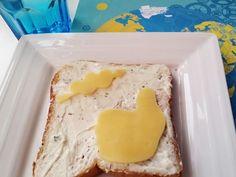 Keksausstecher im Sommer nutzen: like http://www.miaderoca.com/en/home-accessories-3/kitchen-19/like-it-cookie-cutter-markus-479.html + love http://www.miaderoca.com/de/wohnen-dekor-3/kueche-19/love-set-keks-foermchen-142.html (Käsescheiben ausstechen)