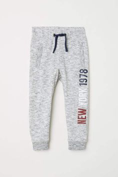 Joggers in sweatshirt fabric with an elasticized drawstring waistband, side pockets with zip, and ribbed hems. Athleisure Outfits, Sporty Outfits, Boy Outfits, Boys Joggers, Mens Jogger Pants, Men Trousers, Sweat Pants, Comfortable Mens Dress Shoes, Track Pants Mens