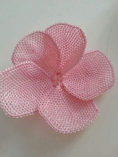 This Pin was discovered by ınc Needle Tatting, Needle Lace, Knots, Needlework, Diy And Crafts, Embroidery, Sewing, Flowers, Jewelry