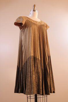 60s dress // #vintage 1960s gold trapeze dress