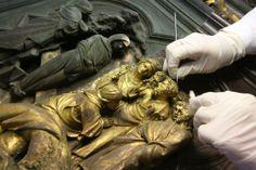 un dettaglio del #restauroportanord Lorenzo Ghiberti, Florence Baptistery, Michelangelo Pieta, Italian Artist, Art Studies, Artist At Work, Archaeology, Restoration, Opera