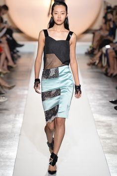 Roland Mouret Spring 2014 Ready-to-Wear Collection Slideshow on Style.com