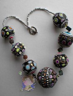 https://flic.kr/p/7kMK5k | Collar montado.... | Por fin he montado el collar de las super bolas  Donna Kato, el resultado es espectacular, no  puede negarse que este es un collar con mucha personalidad. No sé si me atreveré......^_^