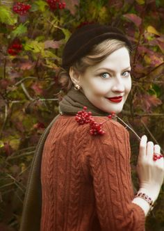 Lilly Jarlsson 1940s, 1950s autumn style. #VintageStyle #RedLips Hat by Tate Millinery