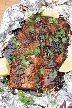 Marinated BBQ salmon Marinated salmon for the BBQ Barbecue Recipes, Grilling Recipes, Pork Recipes, Seafood Recipes, Barbacoa, Cobb Bbq, Pork Brisket, Marinated Salmon, Best Bbq