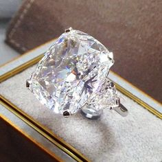 How Are Vintage Diamond Engagement Rings Not The Same As Modern Rings? If you're deciding from a vintage or modern diamond engagement ring, there's a great deal to consider. Luxury Jewelry, Bling Jewelry, Diamond Jewelry, Large Diamond Rings, Do It Yourself Fashion, Ring Verlobung, Solitaire Ring, Solitaire Engagement, Large Engagement Rings