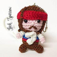 Jack Sparrow amigurumi portachiavi uncinetto bambola Pirati dei Caraibi di MrsPoppyAmigurumi su Etsy