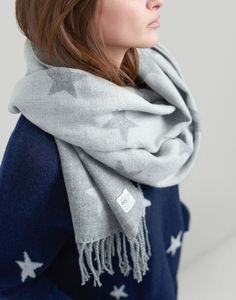 Mardale null Reversible star scarf , Size One Size Apple Shape Fashion, White Shoes Men, Capsule Wardrobe, Wardrobe Ideas, How To Wear Scarves, Winter Wear, Winter Outfits, Winter Clothes, Womens Scarves