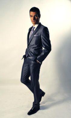 Χειροποιήτο κοστούμι 50% wool - 50% silk Ιταλίας Slim fit, χειροποιήτο πουκάμισο 100% cotton Αγγλίας, χειροποιήτη γραβάτα και pochette Italo Ferretti 100% silk Ιταλίας