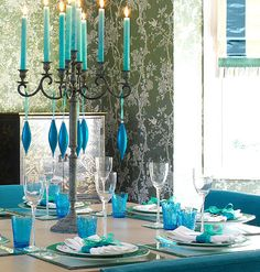Simple ornaments change the whole look of the table.   #tabletops, #tablescapes, #blue,