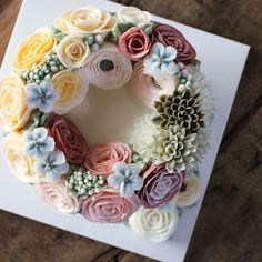 4th basic class #wreathflower cake~ ❤ #플라워케이크 #플라워케익 #대구플라워케이크 #버터크림플라워케이크 #꽃…