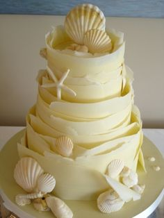 White chocolate wraps wedding cake with sugar shells. The most beautiful beach wedding cake ever. Gorgeous Cakes, Pretty Cakes, Amazing Cakes, Seashell Cake, Chocolate Wrapping, Beach Cakes, Gateaux Cake, Just Cakes, Cake Gallery