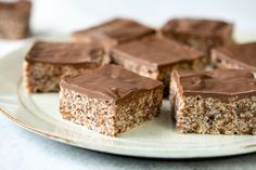 This easy rice bubble slice can be whipped up in no time and it sets in the fridge in under an hour. The kids will love it! Rice Bubble Cake, Rice Bubble Recipes, Rice Bubble Slice, Rice Crispy Squares, No Bake Slices, Condensed Milk Recipes, Banana Dessert, Tea Cakes, Melting Chocolate