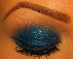 Sparkly ocean blue eyeshadow & shaped brow. Tumblr.