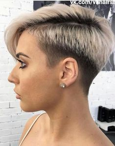 Pixie hairstyles 635289091167925147 - A pixie hairstyle might seem, but a pixie cut is a gorgeous look for someone who wants to try something new with their hair. Taking the plunge might b… Source by shorthairstylescom Pixie Haircut For Round Faces, Pixie Haircut For Thick Hair, Haircuts For Fine Hair, Round Face Haircuts, Punk Pixie Haircut, Haircut Short, Pixie Cut With Undercut, Hair Undercut, Stylish Short Haircuts